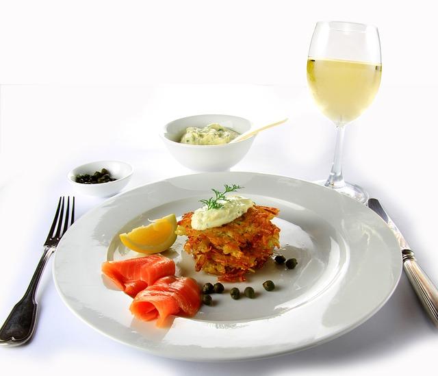 Comida, vino, salmon
